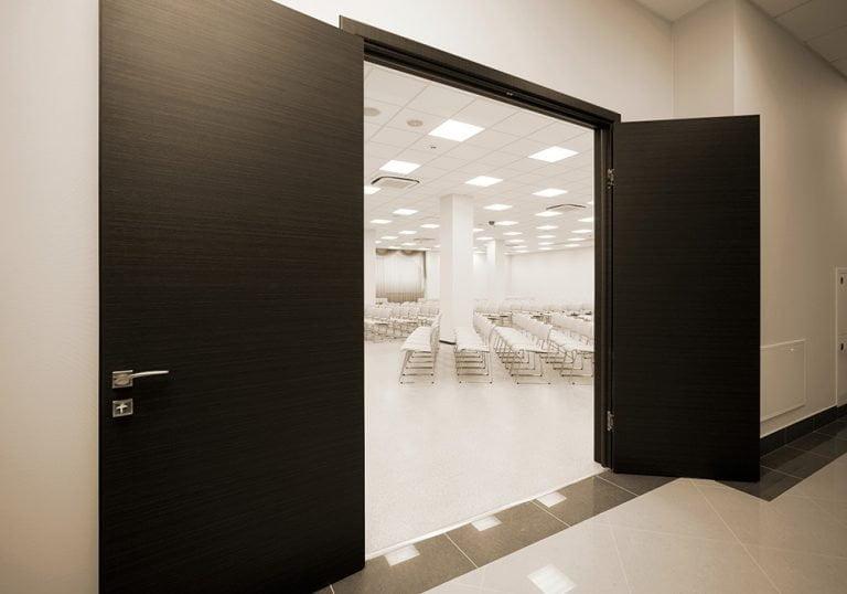 Puertas acústicas negras