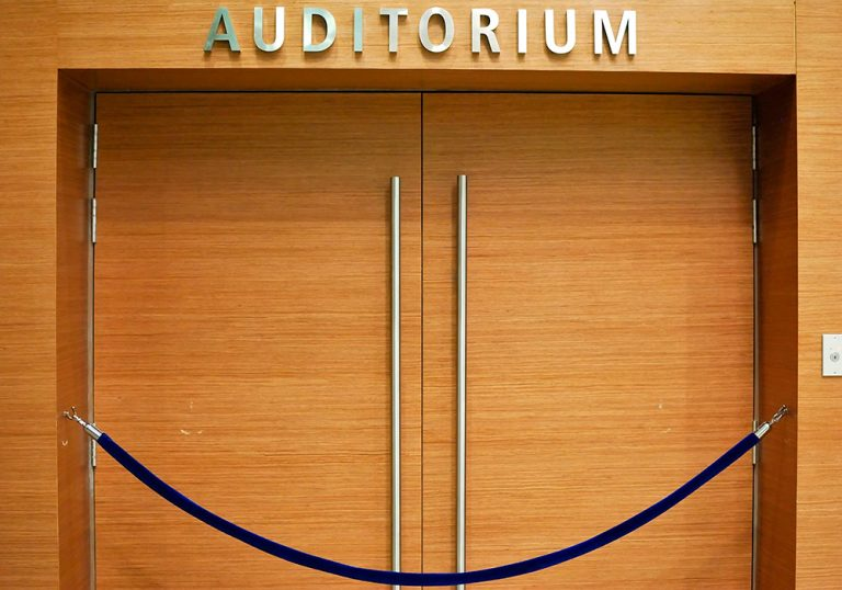 Puertas acústicas auditorios