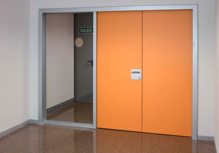 Puertas fenólicas HPL naranjas
