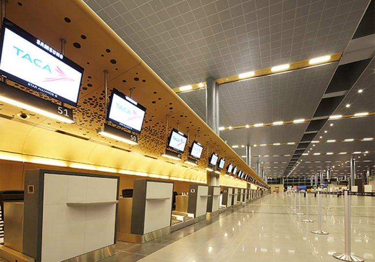 revestimiento aeropuerto fenólico